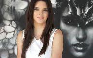 Kendall Jenner 21 Background Wallpaper