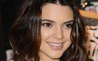 Kendall Jenner 32 Free Wallpaper