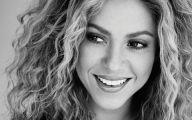 Shakira 35 Free Wallpaper
