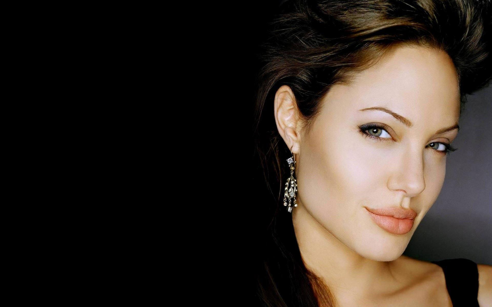 Angelina Jolie 16 Desktop Background