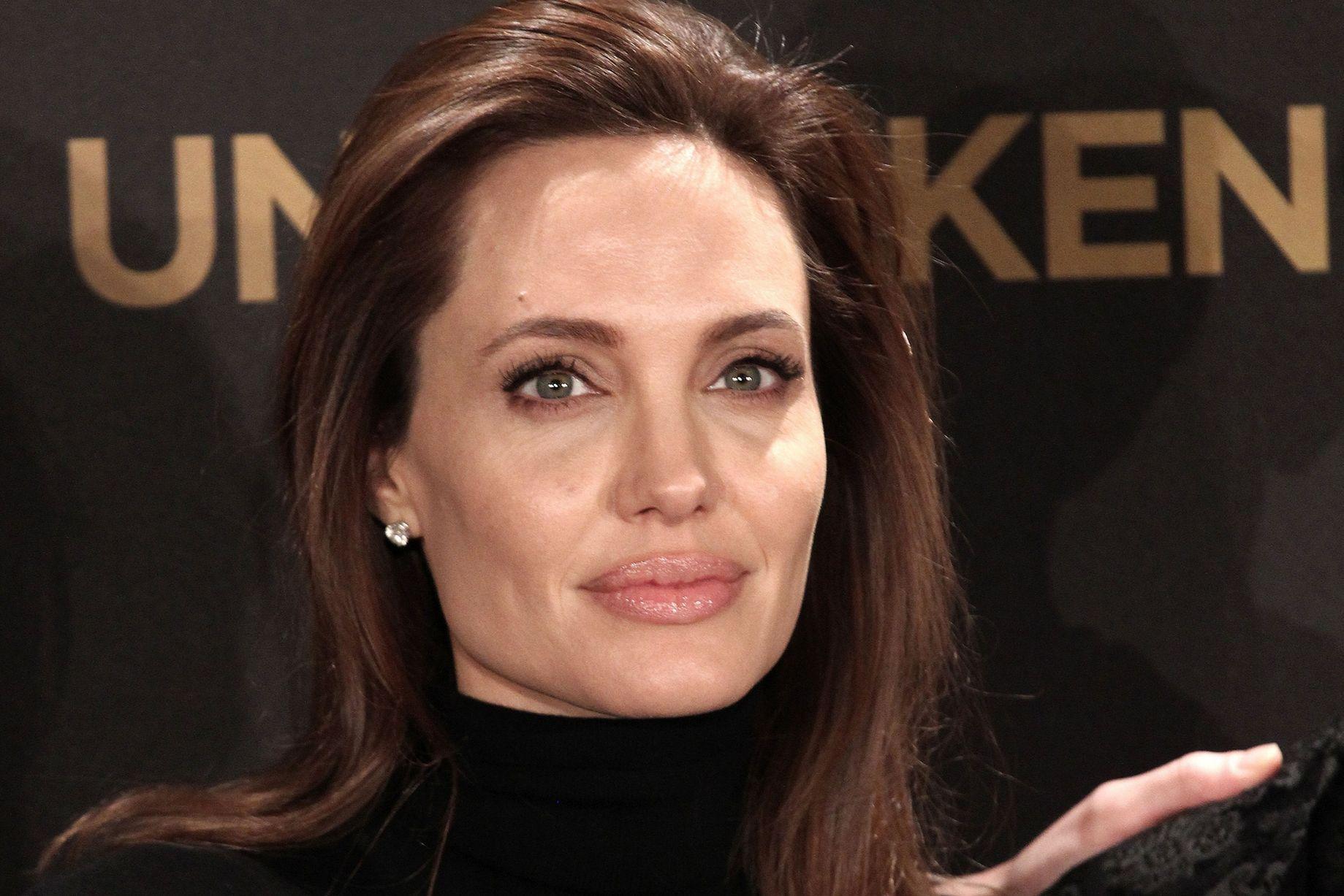Angelina Jolie 19 Cool Hd Wallpaper
