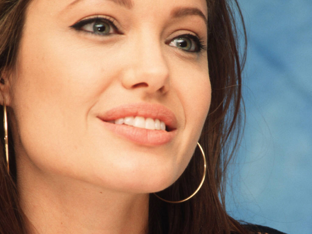 Angelina Jolie 24 Widescreen Wallpaper