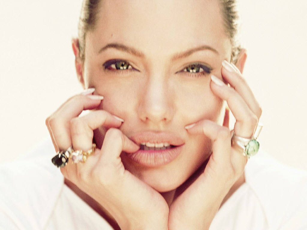 Angelina Jolie 26 Cool Wallpaper