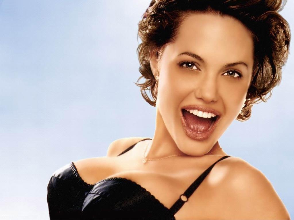 Angelina Jolie 29 Desktop Background