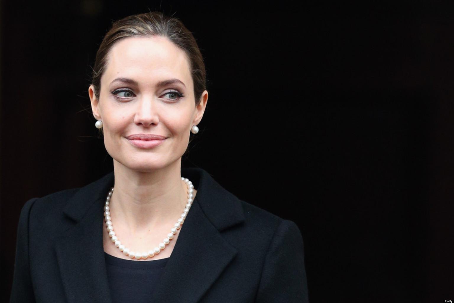 Angelina Jolie 33 Desktop Wallpaper