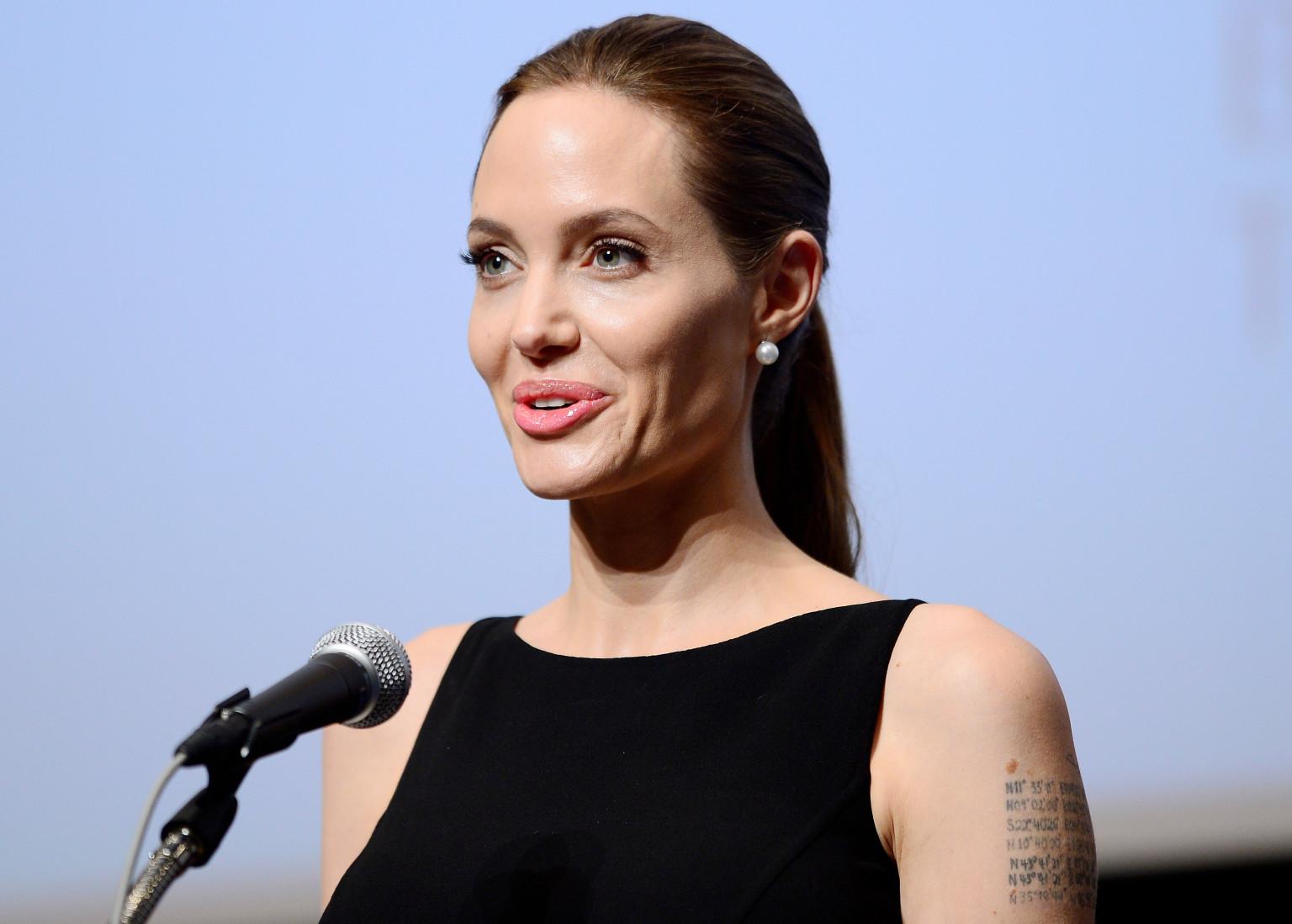 Angelina Jolie 36 Desktop Wallpaper