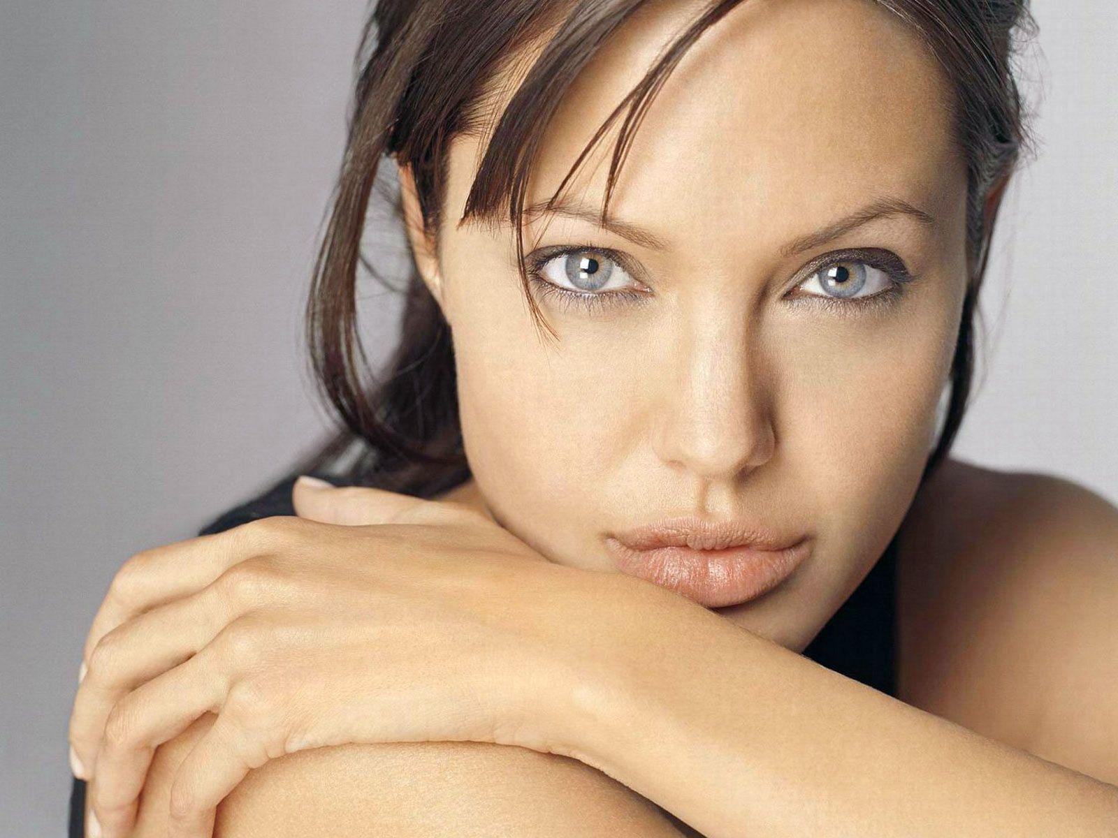 Angelina Jolie 5 Desktop Background