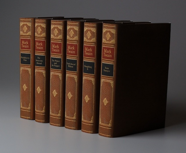 Books By Mark Twain 4 High Resolution Wallpaper