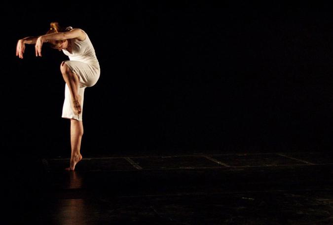 Modern Dance Performances 18 Background Wallpaper