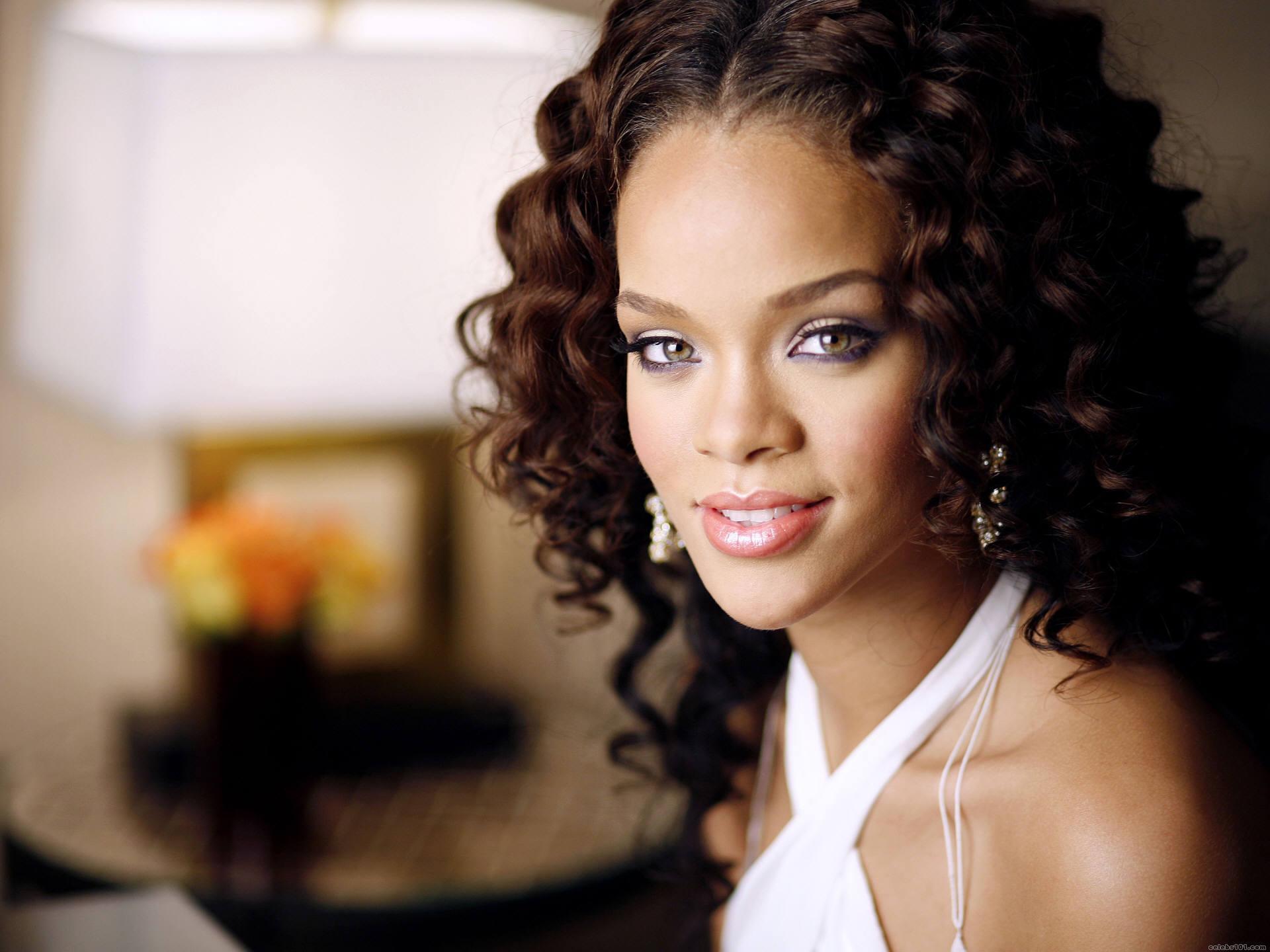 Rihanna 11 Free Wallpaper