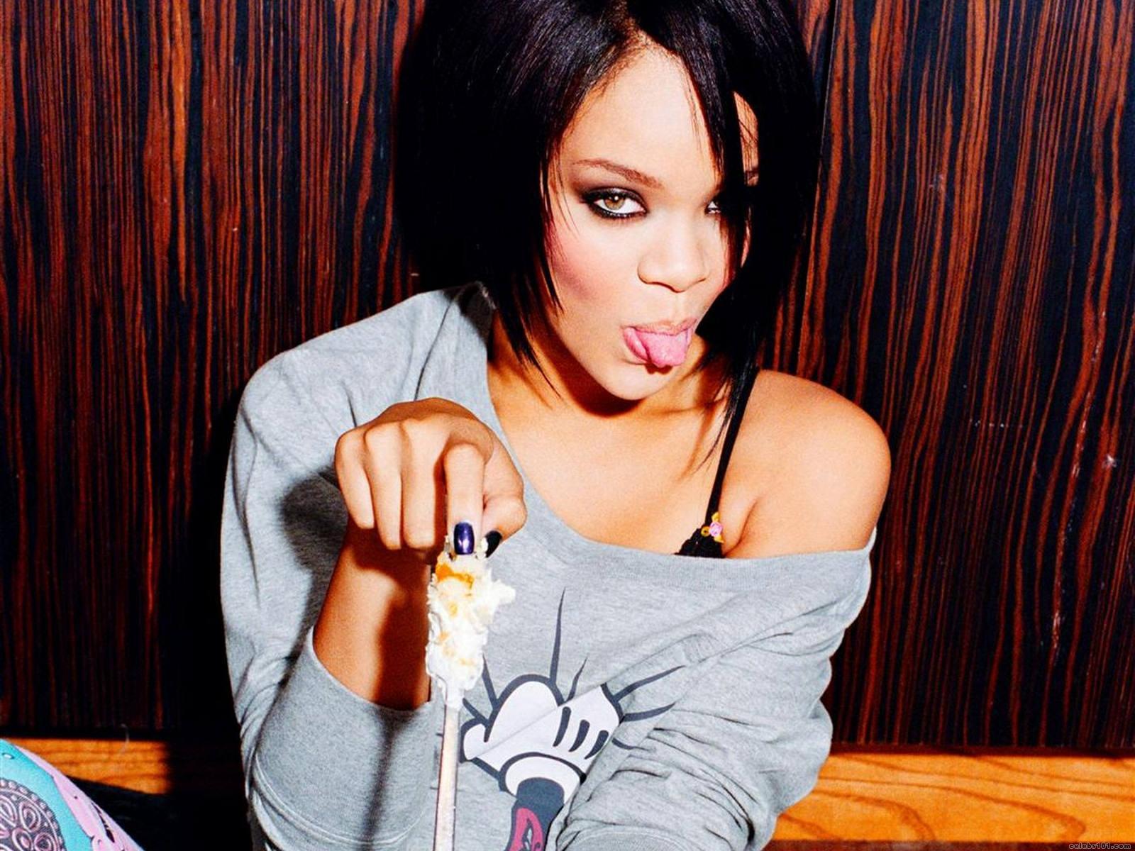 Rihanna 29 Free Wallpaper