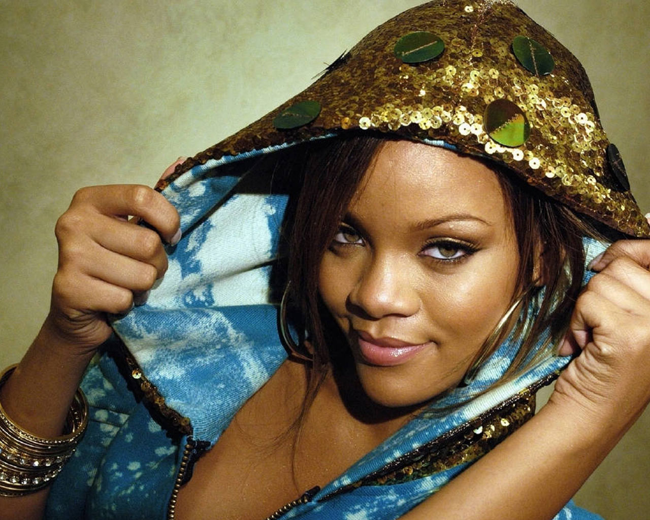Rihanna 8 Background