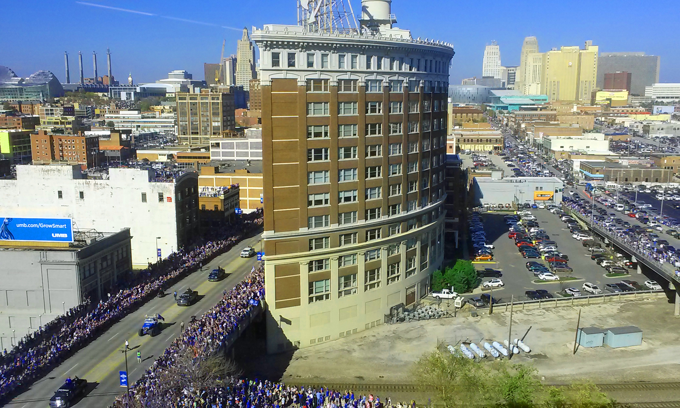Royals Parade 7 Background Wallpaper