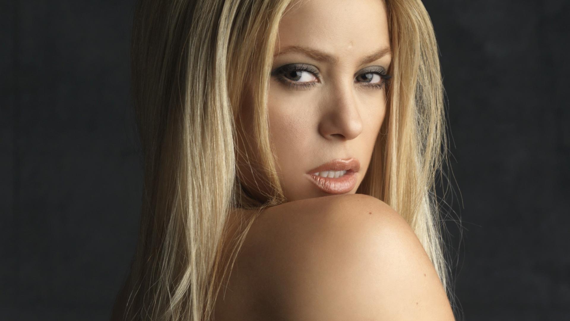 Shakira 10 High Resolution Wallpaper